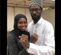 Fatima Sendeng, fille de Solo Sendeng tué en Gambie, pose ici avec Fadel Barro de Y'en a marre