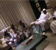 Photos: Youssou Ndour a rencontré le président Adama Barrow et ses épouses après la cérémonie de son investiture