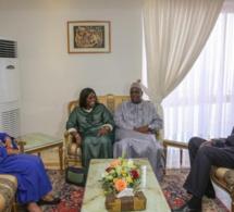 Photo : Macky SALL et Marième Faye Sall rendent visite au Président Abdou Diouf et Elizabeth Diouf