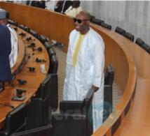 Photos- Barthélémy Dias tout de blanc vêtu prend sa place dans l'hémicycle
