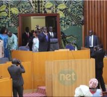 Photos- L'entrée du président de l'assemblée nationale, Moustapha Niass à l'hémicycle