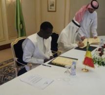 Photos: Le ministre de l'Economie et des Finances Amadou Ba et le Président de la BID, le Dr Bandar Mohammed HAJJAR,ont signé un accord de financement