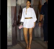 Photos- Rihanna sexy dans cette  robe
