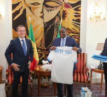7 photos : L'Olympique de Marseille offre un maillot au Président Macky Sall