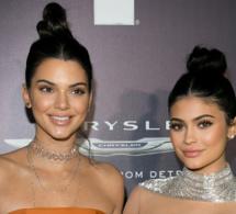 « Ces sourires figés » Kylie Jenner : sa craquante photo d'enfance avec sa grande sœur Kendall