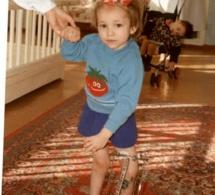 À 8 ans, sa mère doit lui faire couper les jambes.15 ans plus tard, ce qu'elle réalise, est inimaginable !