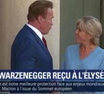 Quand Arnold Schwarzenegger remonte le perron de l'Élysée pour saluer Brigitte Macron