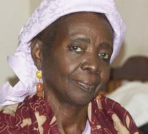 """Aminata Sow Fall : une """"reine des lettres sénégalaises"""" à offrir en exemple à la jeunesse"""