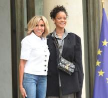 Rihanna accueillie par Brigitte Macron à l'Élysée (Images)