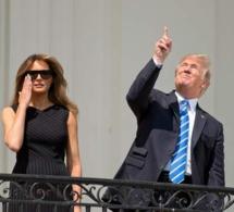 """Là, tout à coup, quelqu'un crie à Donald Trump: """"Ne regardez pas!"""""""