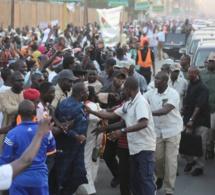 """Arrêt sur image: Chaudes empoignades entre le député Apr, Abdou Lahad Seck """"Sadaga"""" et la sécurité du Président Macky Sall"""