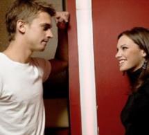 """Messieurs, voici 6 signes qui prouvent qu'elle veut du """"s.x.e"""" quand elle vous rend visite"""
