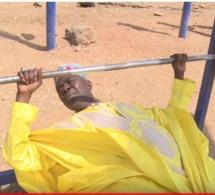IMAGE DU JOUR - Bécaye Mbaye en mode musculation