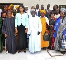 """Ndèye Sokhna Mbacké démarre sa tournée de distribution des fiches de parrainage de la coalition """"Bessa gui Gnew"""""""