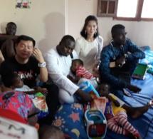 Photos : Modou Lô au chevet des orphelins du centre Keur Serigne Saliou