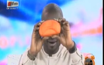 Vidéo: A quoi joue Pape Cheikh Diallo :Hier, il chantait les lounages de Tigo. Aujourd'hui, il leur lance des piques