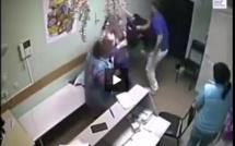 Vidéo choc-Incroyable : un docteur tue un patient d'un seul coup de poing, regardez