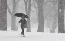 Vidéo: Violente tempête hivernale dans le nord de la France