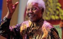 Nelson Mandela, premier président noir sud-africain, félicite Obama