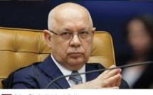 Urgent: L'avion transportant le juge de la Cour T. Zavascki vient de s'écraser. Il instruisait une affaire de corruption massive au Brésil.