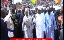 Vidéo: Le Président Macky Sall accueilli en héros au stade de la Gambie.. Regardez!!