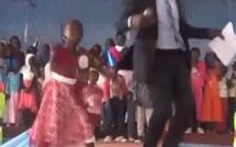 Quand DJ BOUBS danse du Wally Seck avec des enfants, regardez Zéro stress