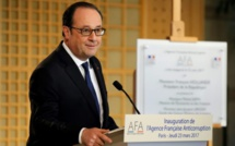"""Hollande """"condamne avec la plus grande fermeté les allégations mensongères"""" de Fillon (Elysée)"""