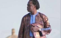 Photo- Baba Maal dans un boubou Thioup très élégant regardez!!!