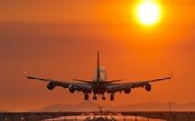 Un bébé né à bord d'un avion, obtient des voyages gratuits à vie.