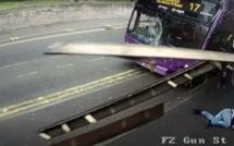 Âmes sensibles s'abstenir: un bus renverse un homme à plus 100 à l'heure, regardez la suite...