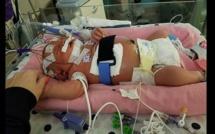 « Ne laissez personne embrasser votre bébé », avertit une mère qui a perdu son enfant!