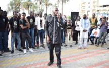 Video: Kemi Seba ou l'émergence d'un panafricanisme radical, brûle des billets de banque CFA à la place de nation
