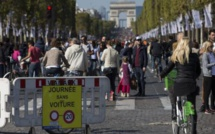 Marché de Noël supprimé : les forains menacent de bloquer Paris lundi
