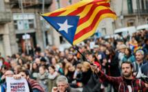 """Des milliers de manifestants indépendantistes à Barcelone pour """"continuer la lutte"""""""
