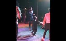Vidéo: Ce gars veut taper à la porte de Coumba Gawlo.. Regardez !