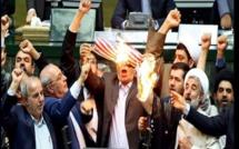 Accord nucléaire: Les députés iraniens mettent le feu au drapeau américain (Vidéo)
