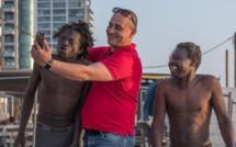 Images choc de migrants humiliés à Tel-Aviv : le photographe raconte