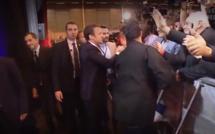 Emmanuel Macron donne une leçon de politesse à un homme qui n'a pas voulu lui serrer la main