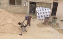 Caméra Cachée quand un vieux veut déplacer 1000 briques ( Mahfousse )