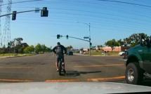 Ce conducteur voit un événement inattendu se produire...