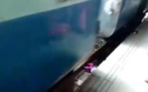 Vidéo - Un bébé passe sous un train et... s'en sort indemne