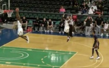 VIDEO - Un basketteur américain met un dunk contre son camp !
