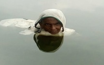 VIDEO - Cette femme vit dans l'eau depuis 20 ans, les raisons sont incroyables