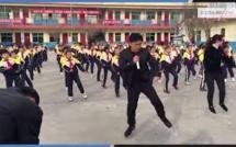 VIDEO - Ce proviseur chinois affole la toile grâce à une chorégraphie avec ses élèves