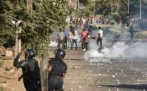 """VIDEO - Affrontements à la place de la Nation entre forces de l'ordre et """"Y en a marre"""""""