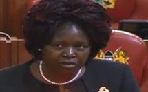 Une députée kényane veut une loi contre les pets dans les avions
