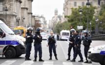 Attaque au couteau à Paris : qui est l'assaillant de la préfecture de police ?