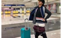 Une passagère porte 2 kilos de vêtements pour éviter les frais de bagage