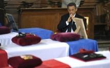 Sarkozy se recueille devant les victimes