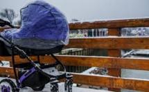 Russie : Un bébé meurt congelé après une sieste de 5 heures sur un balcon par -20 degrés